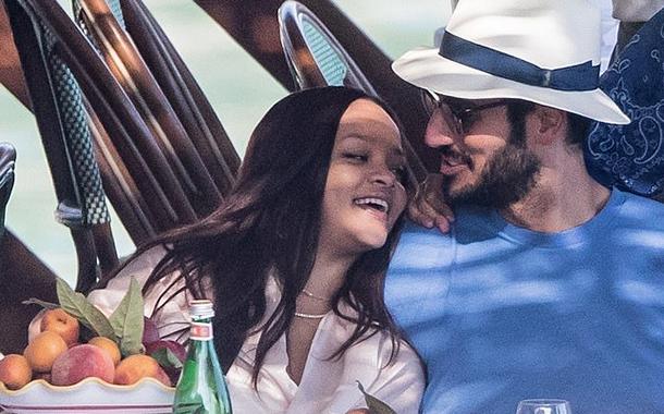 Rihanna, vacanta de vis cu un miliardar