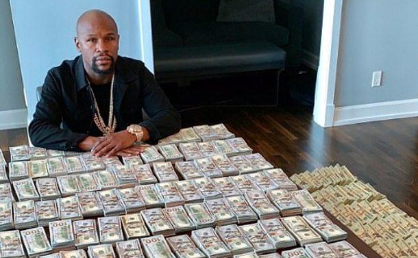Cum arata 2 milioane de dolari, in bancnote de cate 100 de dolari. Aroganta maxima a unui sportiv celebru